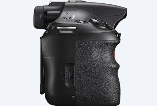 Sony SLT-A58 bottom view